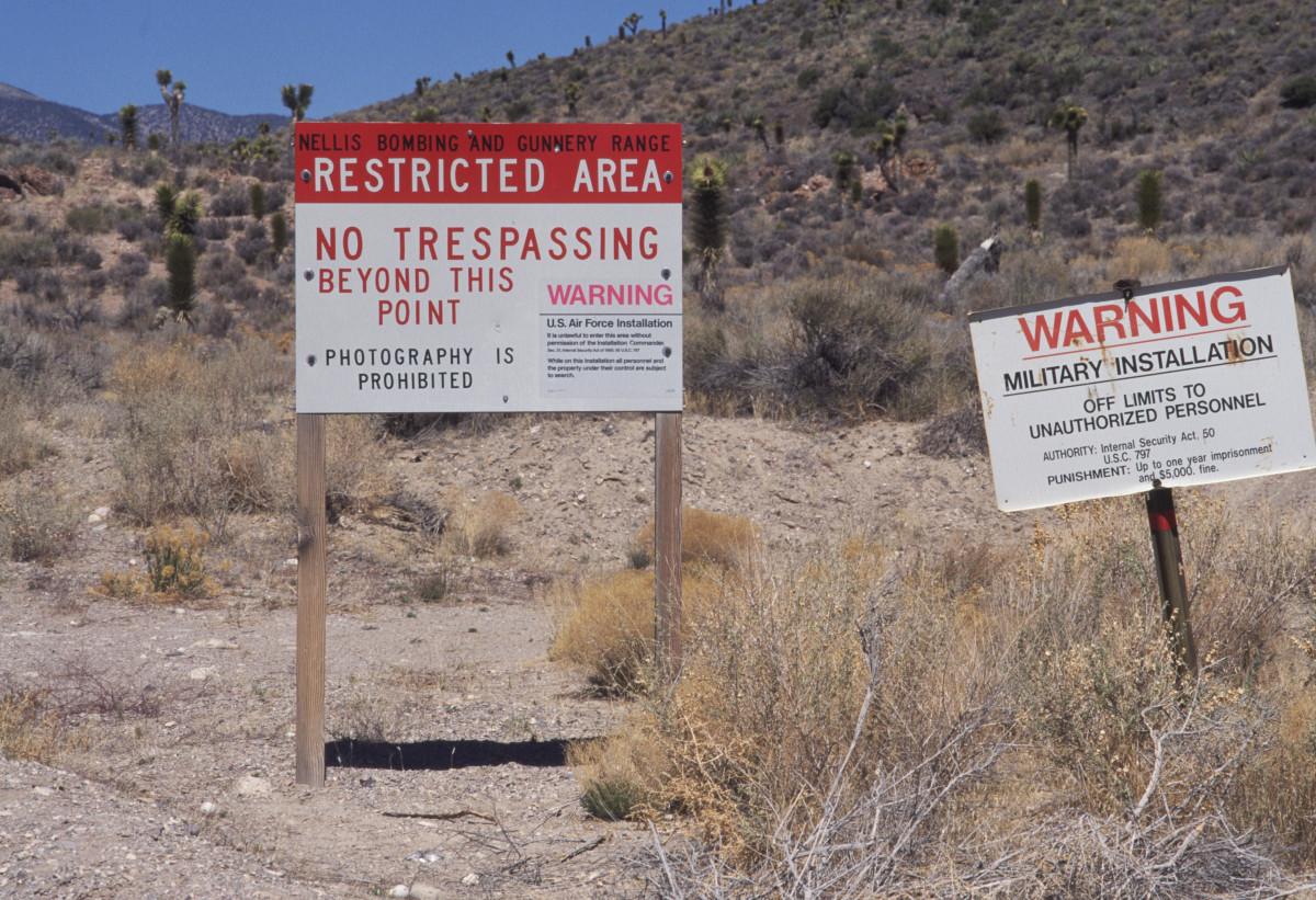 Resultado de imagen para letreros area 51